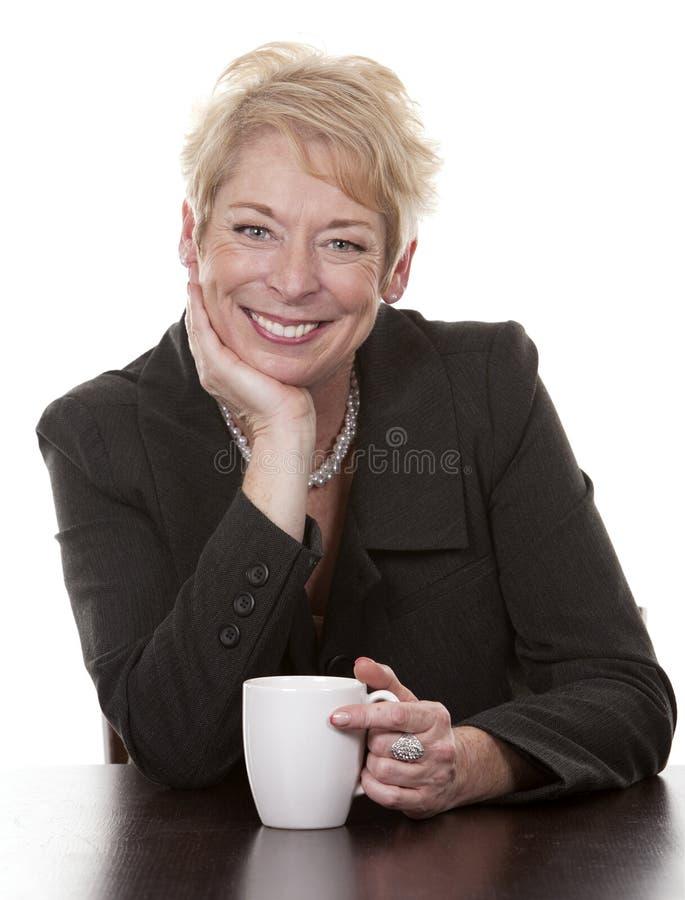 Женщина с кофе стоковое изображение rf