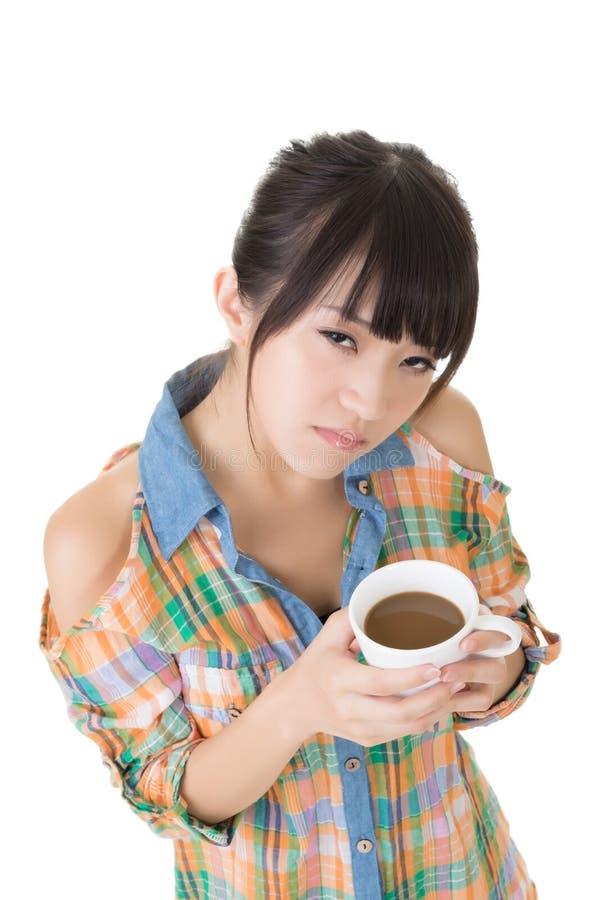 Download Женщина с кофе стоковое изображение. изображение насчитывающей привлекательностей - 37925357