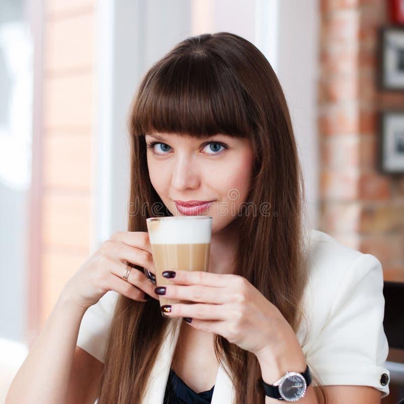 Женщина с кофе стоковое фото