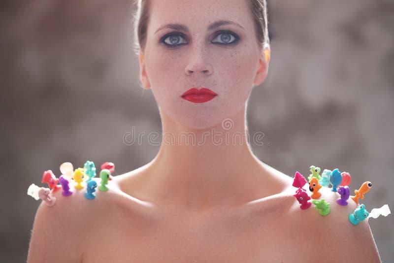 Женщина с красной губной помадой стоковые фотографии rf