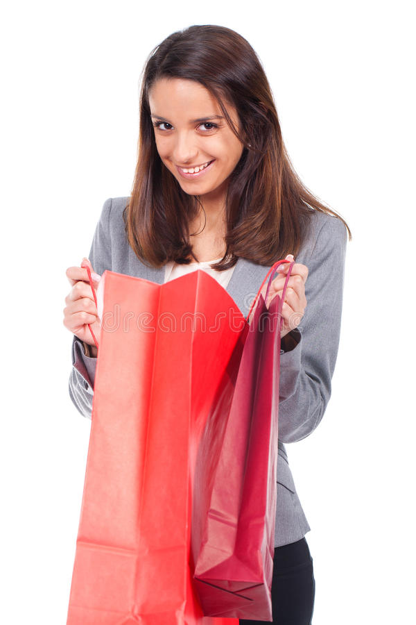 Женщина с красной хозяйственной сумкой стоковое фото
