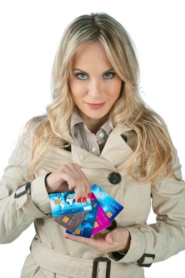 Женщина с кредитными карточками стоковое фото rf