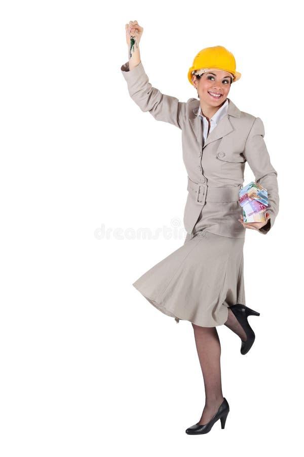 Женщина с ключами в руке стоковая фотография rf