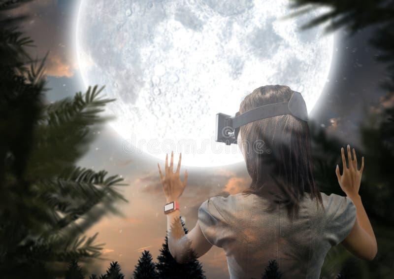 женщина с лесом стекел VR на ноче с большой луной стоковое изображение