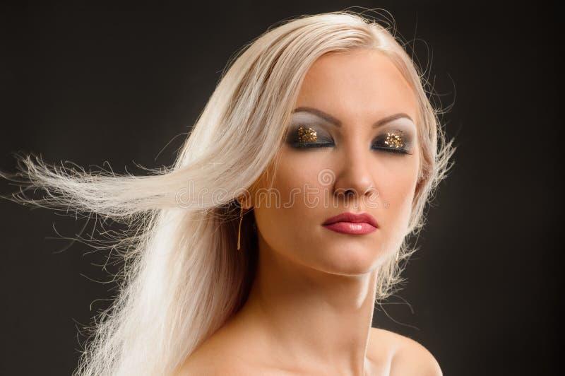Женщина с макияжем партии стоковое изображение