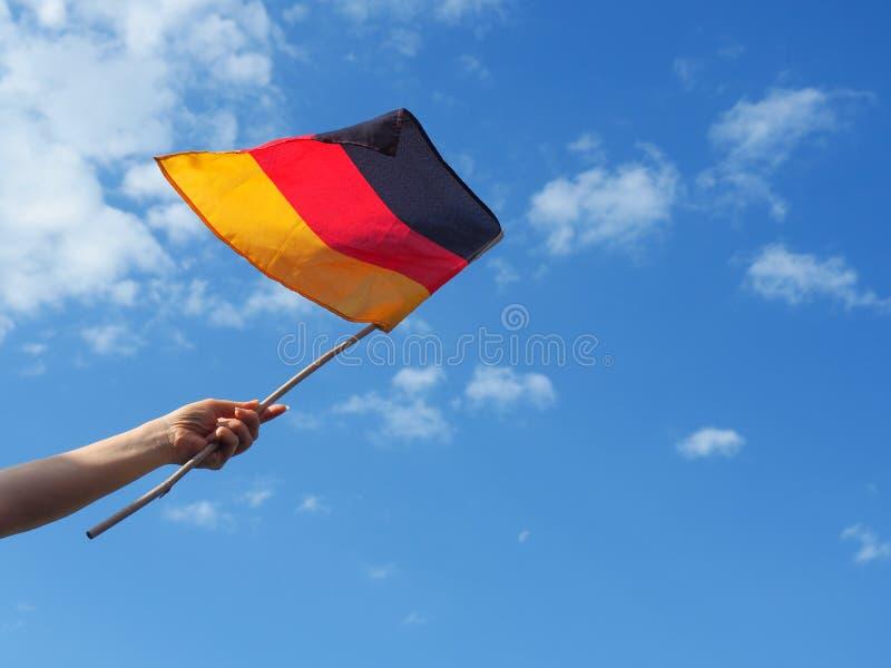 Женщина с немецким флагом стоковая фотография rf
