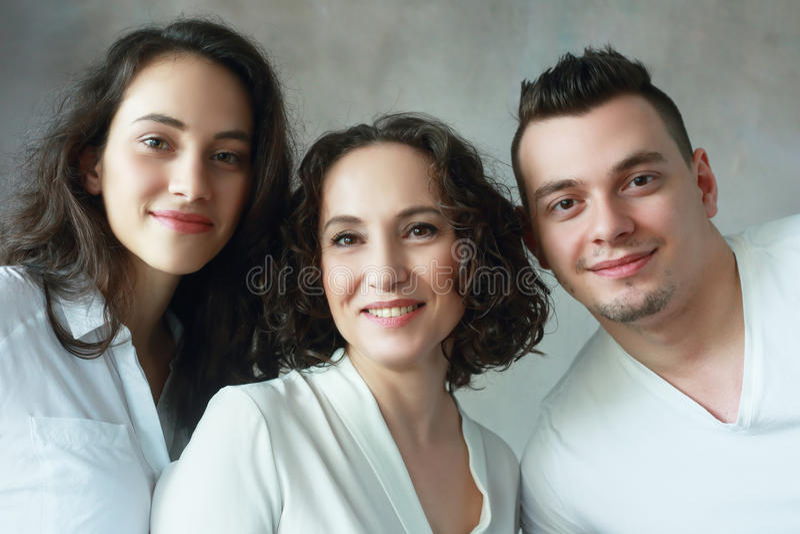 Женщина с дочерью и сыном стоковые фото