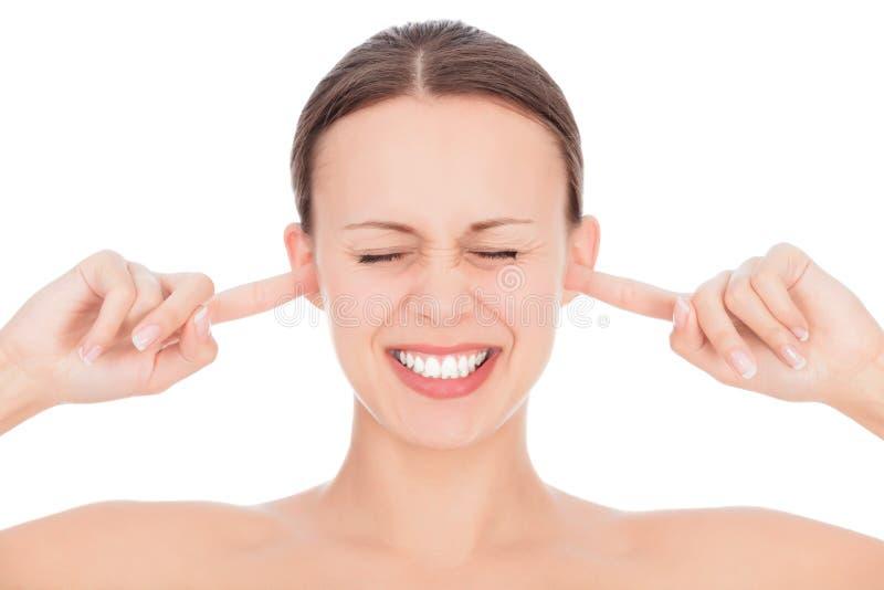Женщина с перстами в ушах стоковое изображение rf