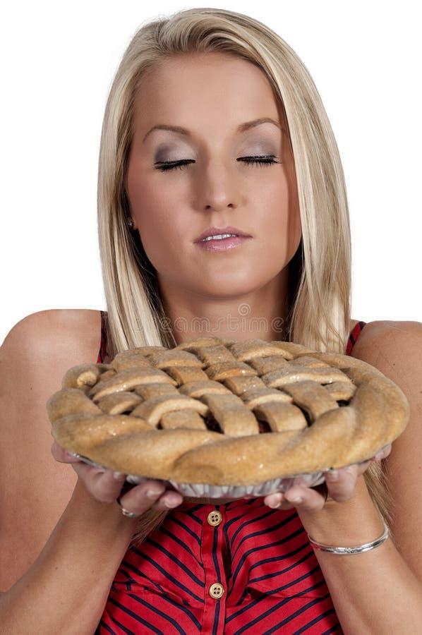 Женщина с пирогом стоковая фотография rf