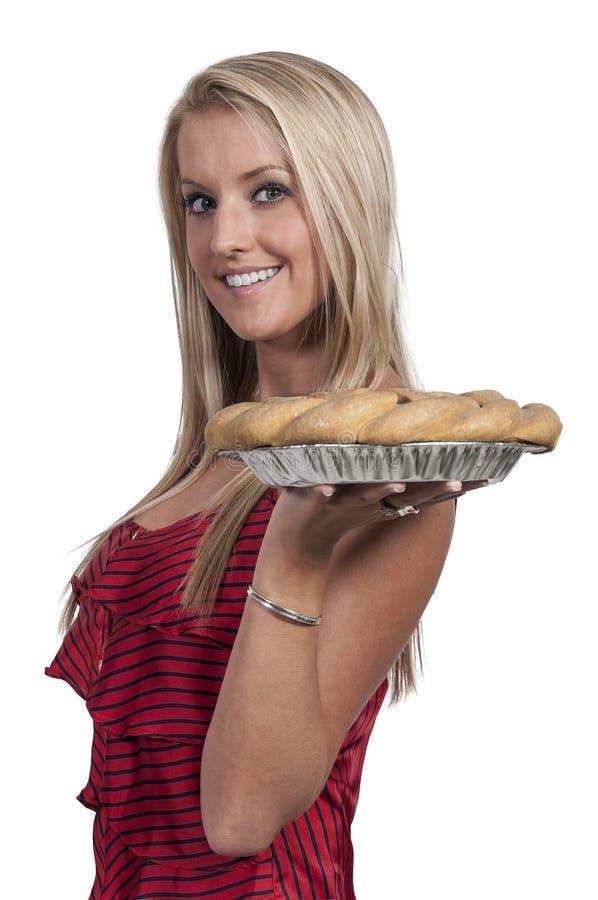 Женщина с пирогом стоковая фотография