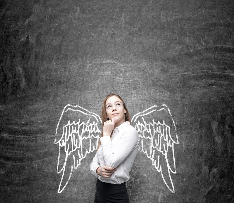 Женщина с покрашенными крылами стоковое фото