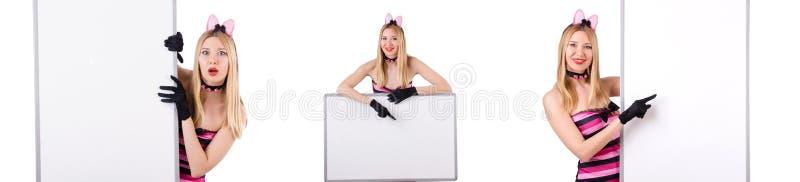 Женщина с пустой доской изолированной на белизне стоковое фото