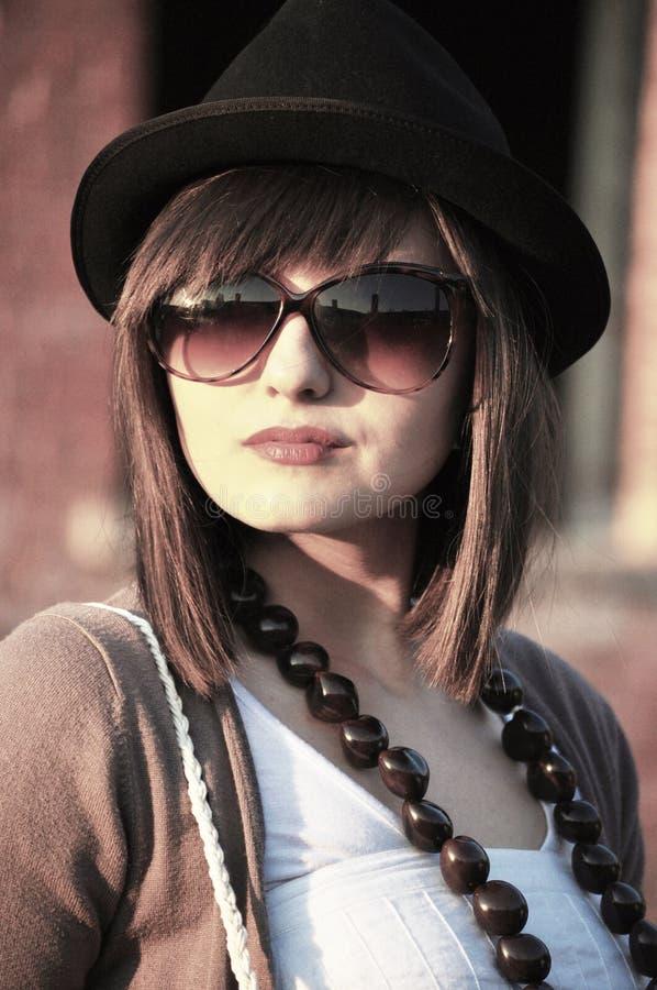 Download Женщина с стеклами солнца стоковое фото. изображение насчитывающей людск - 33731436