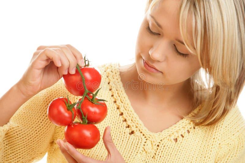 Женщина с томатами стоковые фотографии rf
