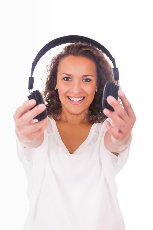 Download Женщина слушая к музыке с наушниками Стоковое Изображение - изображение насчитывающей молодо, изолировано: 33735089