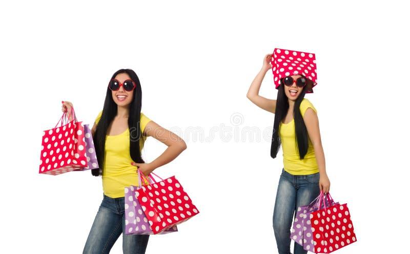 Женщина с хозяйственными сумками изолированными на белизне стоковая фотография