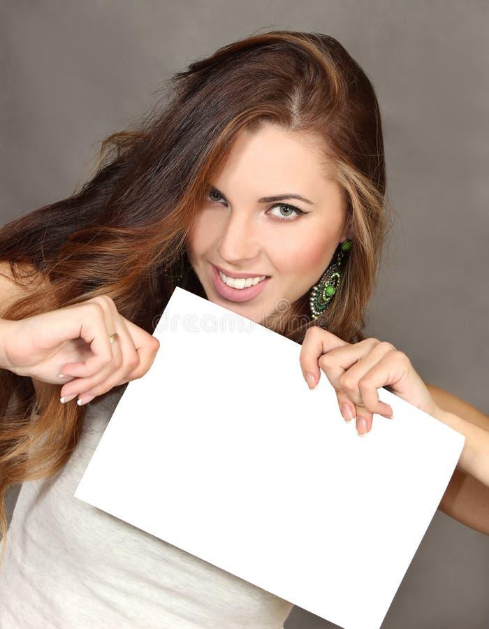 комментариях фото с белым листом бумаги в руках истинная девушка