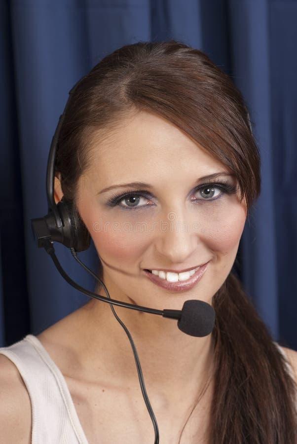 Женщина с шлемофоном стоковое изображение rf