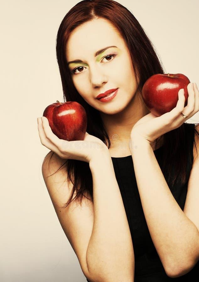 Download Женщина с яблоками стоковое фото. изображение насчитывающей счастливо - 40581964