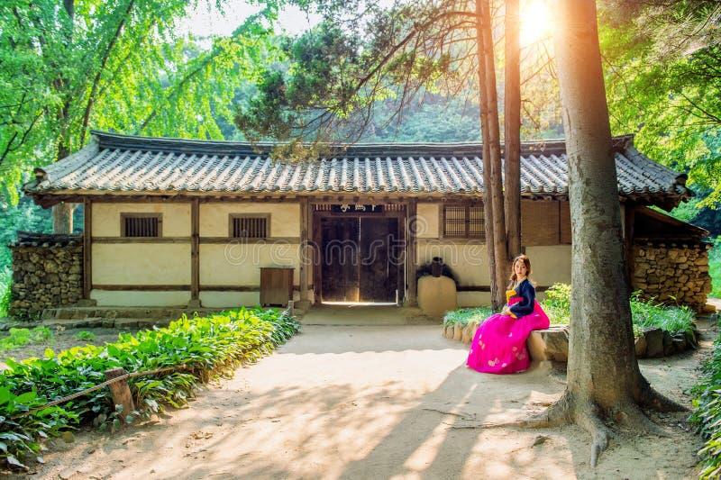 Женщина с Hanbok, традиционное корейское платье Корея традиционная стоковая фотография
