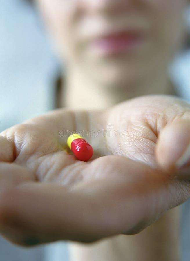 Download женщина таблетки стоковое изображение. изображение насчитывающей персона - 489671