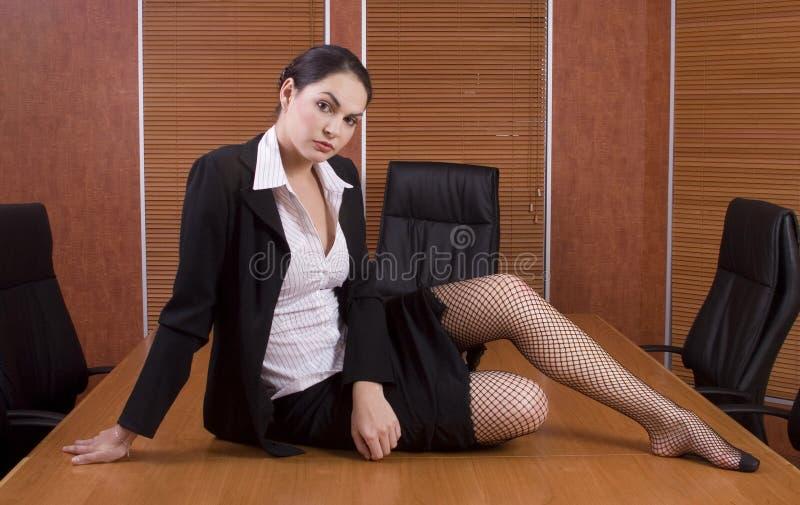 женщина таблицы дела комнаты правления стоковые фотографии rf