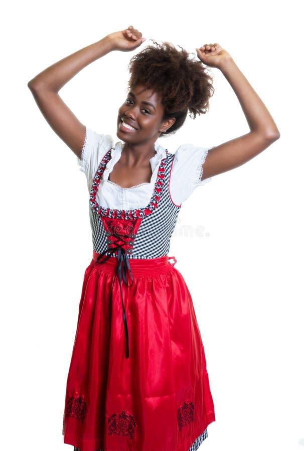 Женщина танцев Афро-американская с баварским oktoberfest платьем стоковая фотография rf