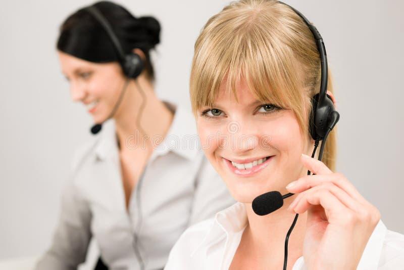 женщина телефонного обслуживания шлемофона клиента центра телефонного обслуживания стоковое фото rf