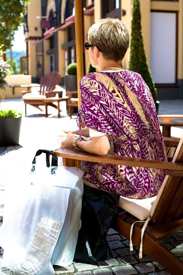 Женщина торгового центра стоковое фото