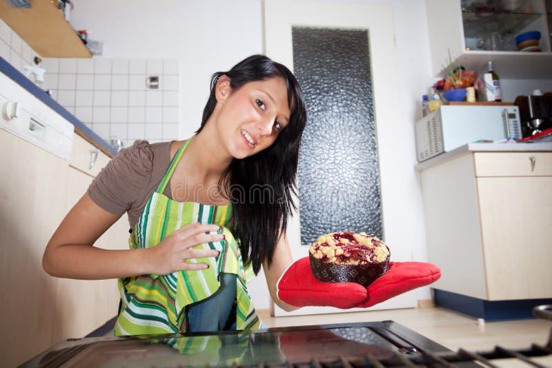 женщина торта стоковые изображения rf