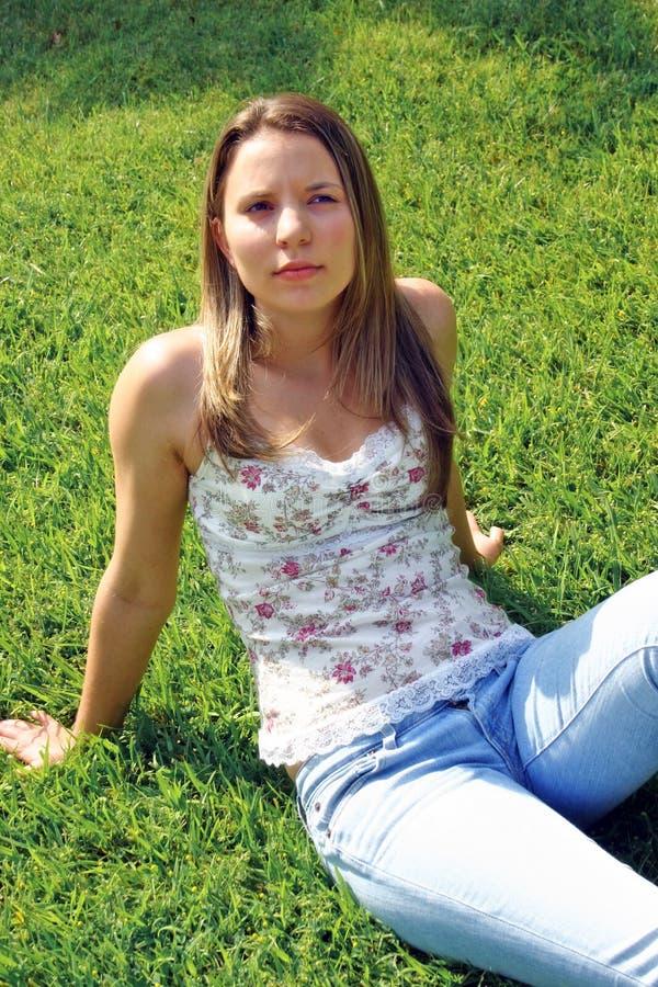 женщина травы стоковое фото rf