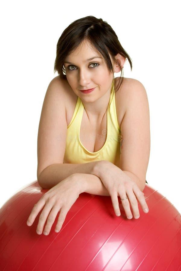 женщина тренировки шарика стоковое изображение rf