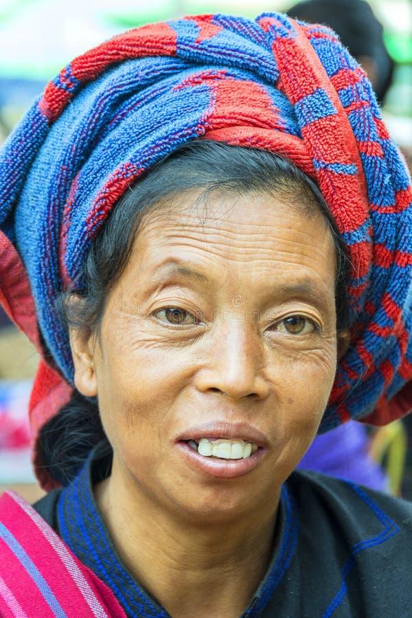 женщина трибы портрета padaung стоковые изображения rf