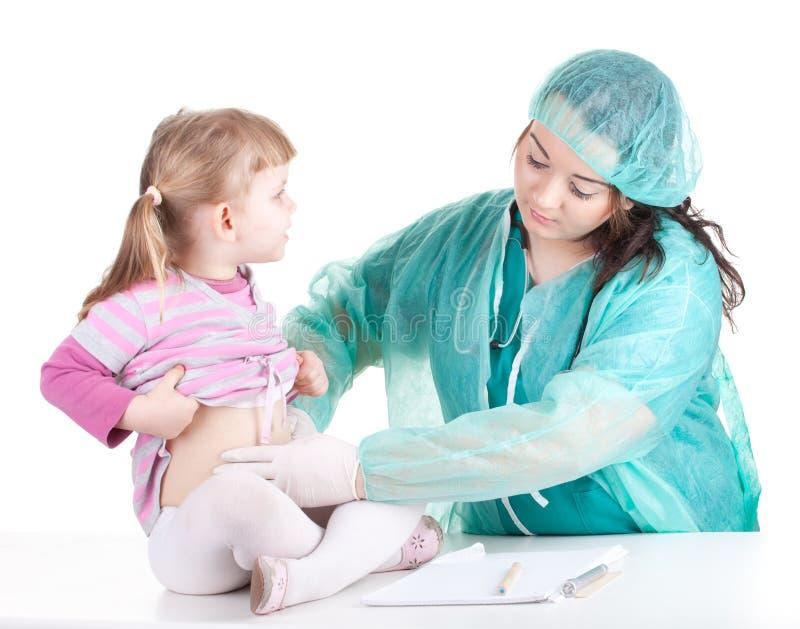 женщина тучной девушки экзамена доктора маленькая стоковые фото