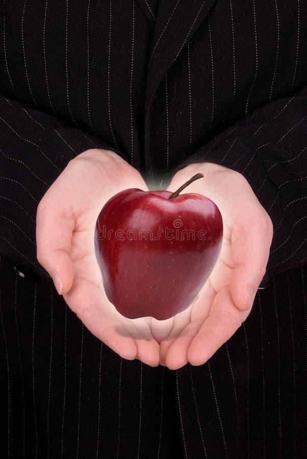женщина удерживания яблока стоковые фотографии rf