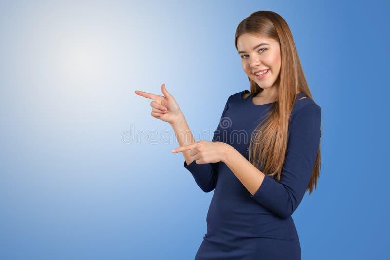 Женщина указывает в сторону стоковая фотография rf