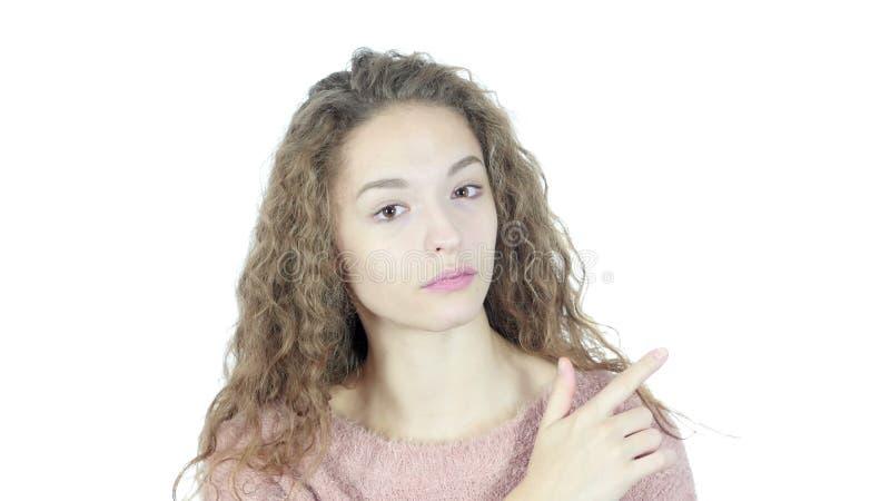 Женщина указывая показывать в сторону, белая предпосылка, детеныши, сток-видео