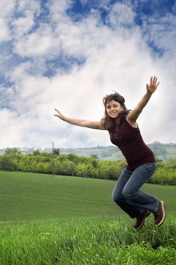женщина утехи скача стоковое изображение rf
