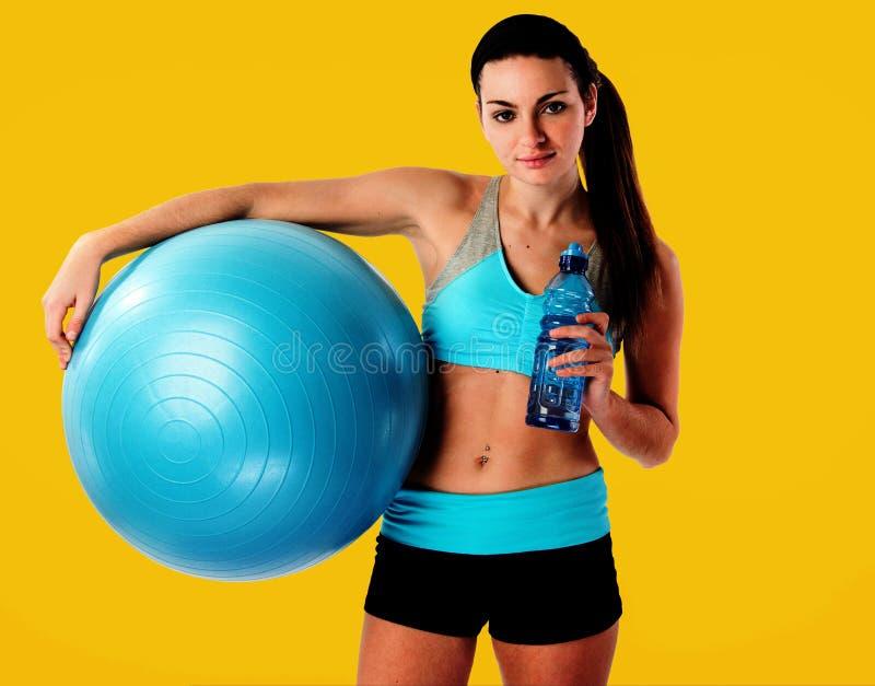 Женщина фитнеса ослабляя стоковое фото rf
