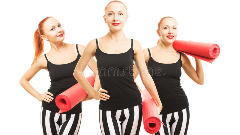 Женщина фитнеса с циновкой йоги стоковое изображение