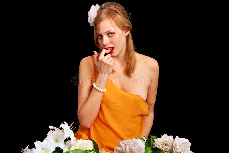 женщина цветков милая стоковая фотография rf