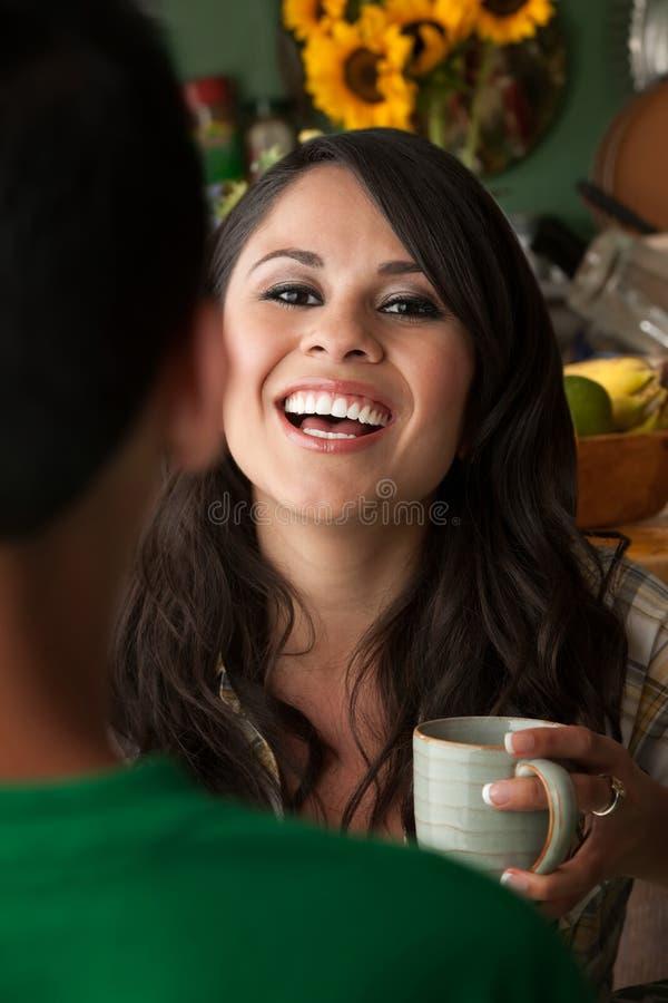 женщина чая товарища cofee мыжская стоковые изображения