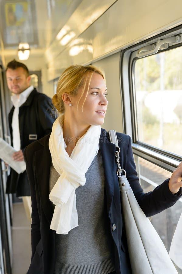 Женщина человека наблюдая смотря вне окно стоковое изображение rf