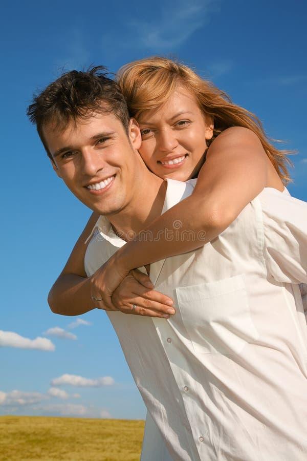 женщина человека Embraces Стоковое Изображение RF