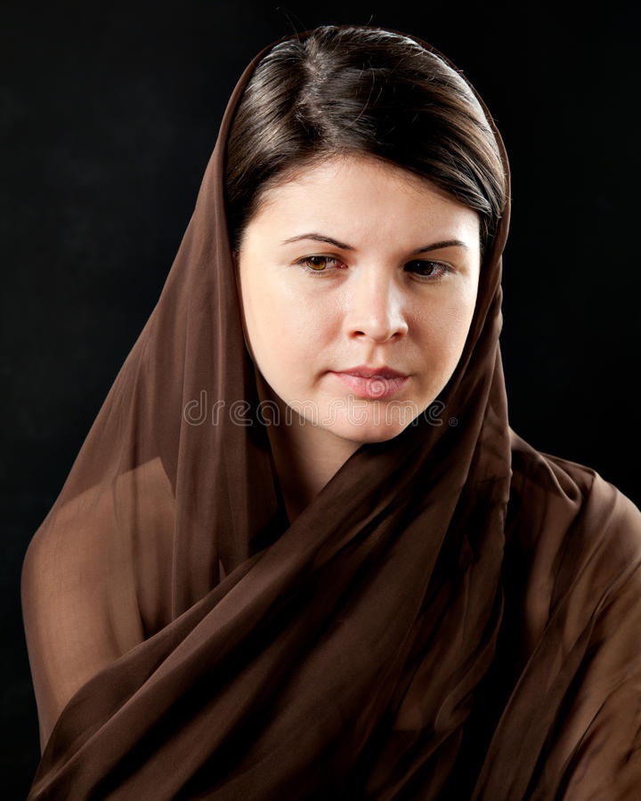 женщина черного шарфа нося стоковые фото