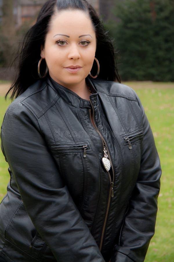 Download женщина черных волос стоковое фото. изображение насчитывающей темно - 18399436