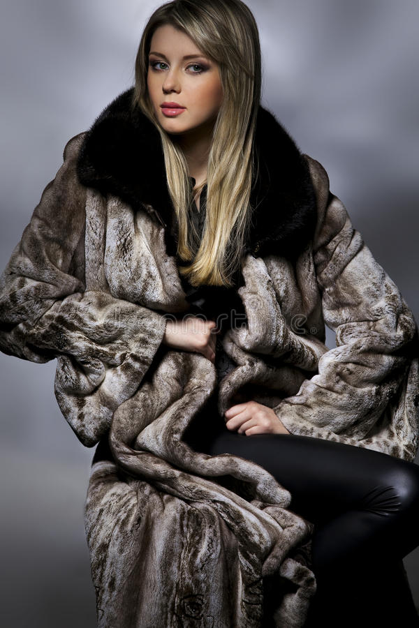 женщина шерсти пальто стоковые изображения rf