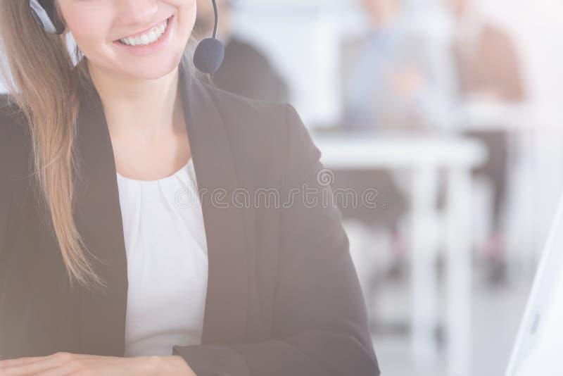 женщина шлемофона нося стоковое изображение rf