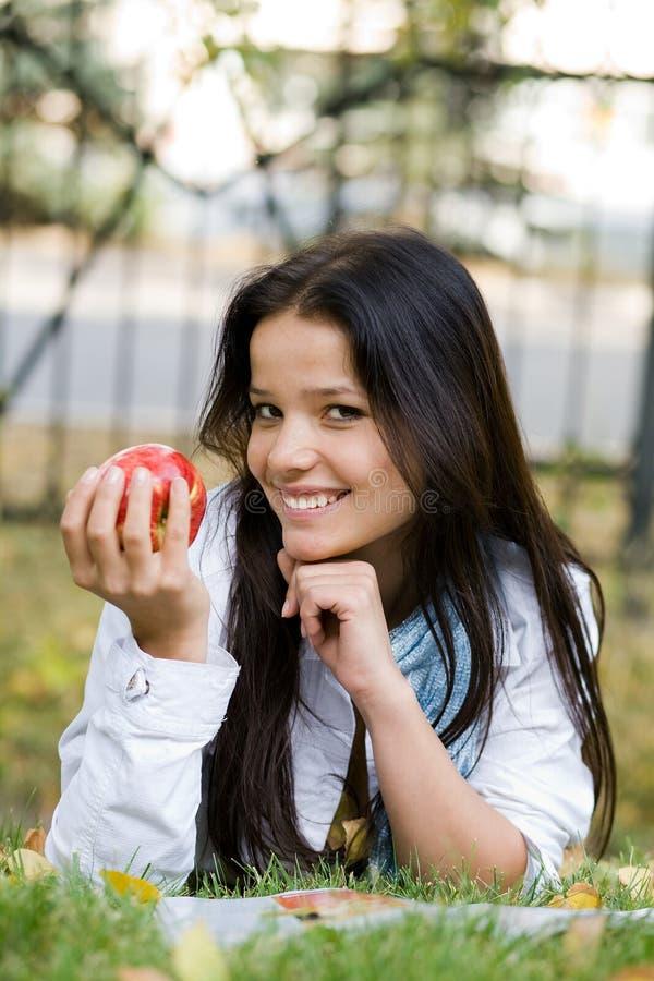 женщина яблока стоковые изображения rf