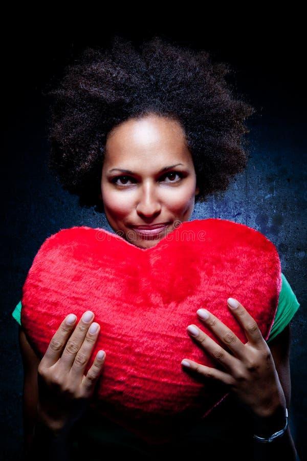 женщина afroamerican сердца валика форменная стоковая фотография rf